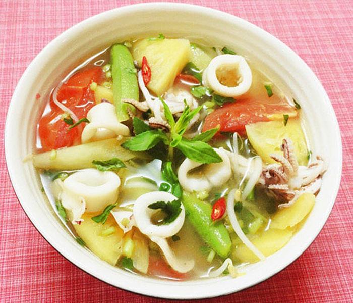 Canh chua hải sản là món ăn dễ làm mà giàu dinh dưỡng