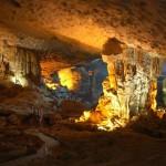 Sửng sốt trước vẻ đẹp của hang Sửng Sốt Hạ Long
