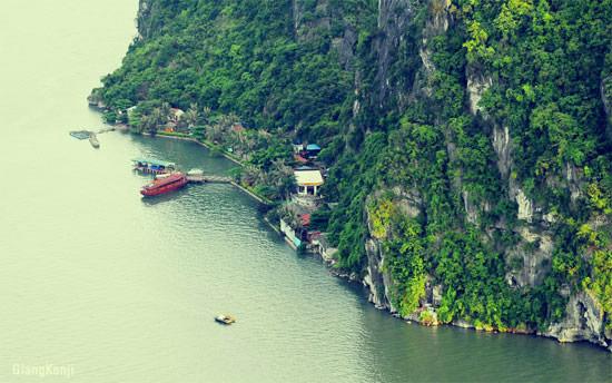 Núi bài thơ - Hạ Long