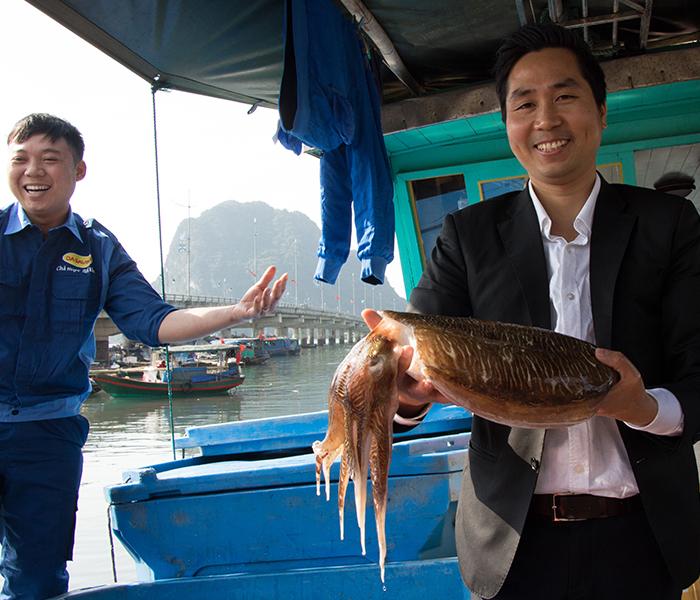 Anh Nguyễn Bá Toàn - đại diện chả mực Hạ Long hiệu Bá Kiến