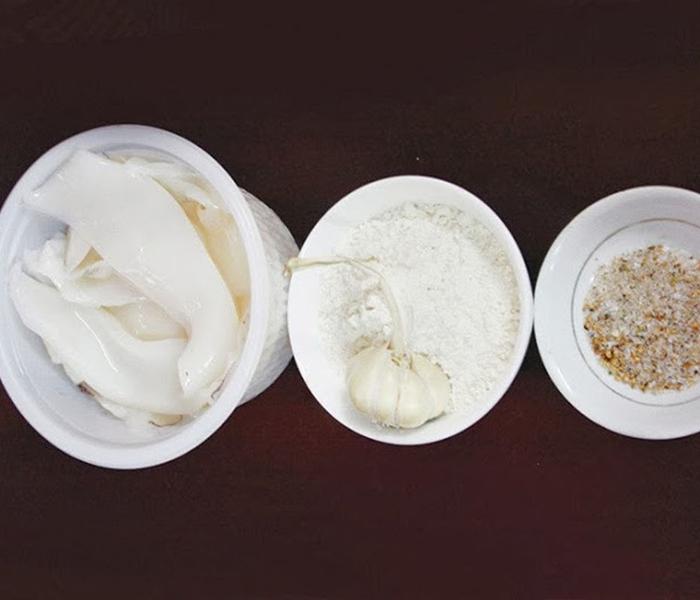 Nguyên liệu làm món mực tươi chiên bơ tỏi