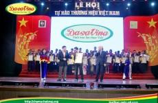 Ông Nguyễn Bá Toàn - giám đốc công ty Đặc Sản Việt Nam lên nhận giải
