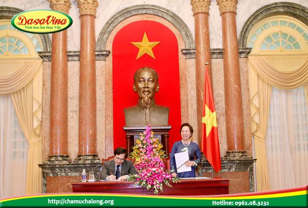 Phó chủ tịch nước Nguyễn Thị Doan căn dặn và đặt niềm tin vào các lãnh đạo doanh nghiệp xuất sắc 2015