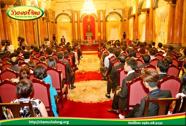 Lãnh đạo các doanh nghiệp yên lặng lắng nghe những lời dặn dò của phó chủ tịch nước Nguyễn Thị Doan