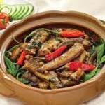 Ngon cơm với cá kèo kho rau răm
