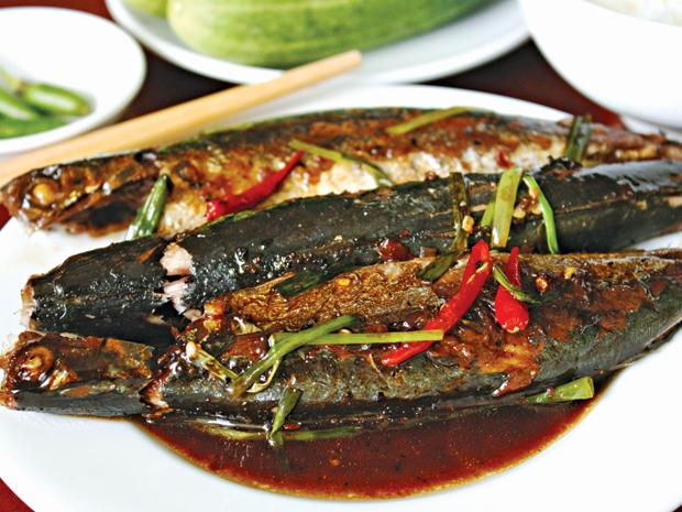 Cá nục kho me, cá kèo kho rau răm đều là những món ăn đơn giản nhưng không kém hấp dẫn