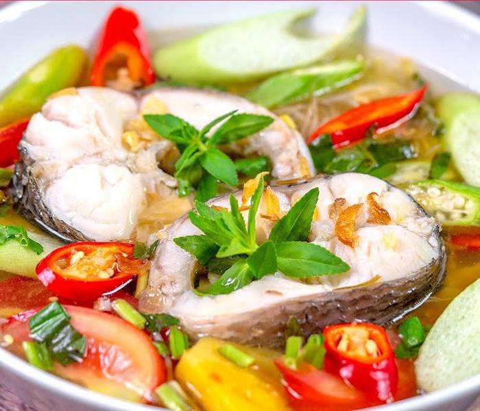 Có thể dùng nhiều loại rau để nấu canh chua Cá Tầm