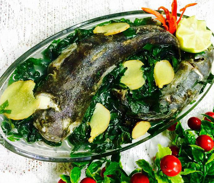 Canh cá bớp nấu lá lốt