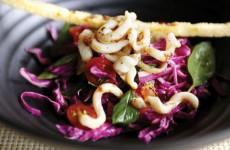 Gỏi bắp cải mực khô giòn ngọt hấp dẫn