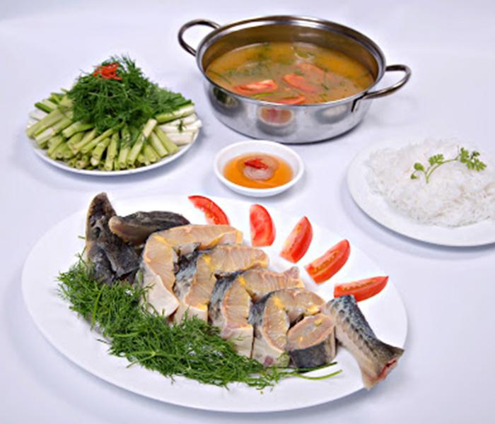 Cũng có thể giữ lại 1 ít thịt cá tầm và rau để ăn như nhúng lẩu