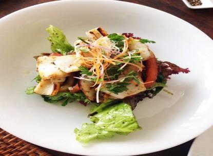 Salad mực nướng thanh mát và bổ dưỡng