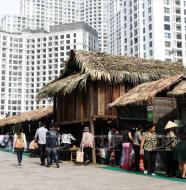 Hội chợ ẩm thực tại royal City