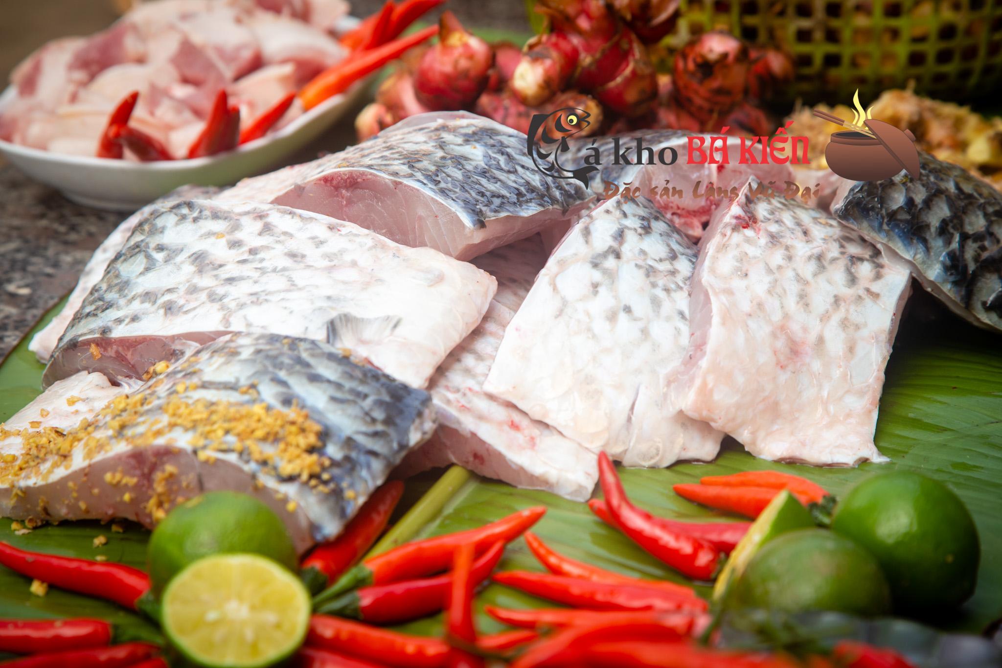 Nguyên liệu chính là cá trắm đen có trọng lượng tối thiểu 3kg